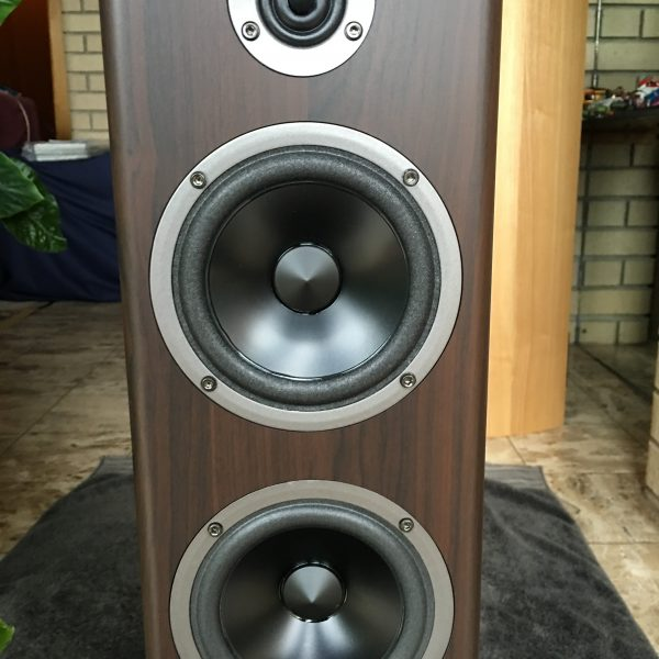 Acoustic Energy Neo 3 close