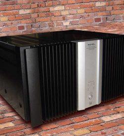 Rotel 1095 front av amplifier
